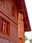 timber_detail_handcarved_pillar.jpg